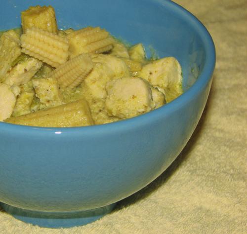 Gen gwio warn gai – zielone curry z kurczakiem, fot. Hanami®