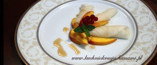 Naleśniki z mąki ryżowej z owocami,  Fot. Hanami®