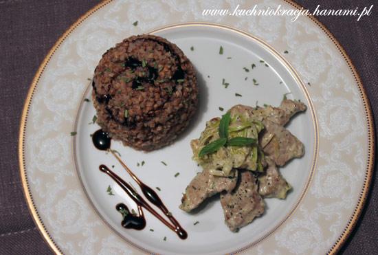 Polędwiczki wieprzowe w sosie śmietanowo-porowym