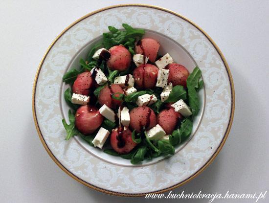 Sałatka z arbuzem, fetą oraz rukolą