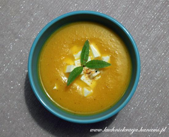 Zupa z dyni na słono z fetą
