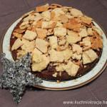 Pyszne miodowe ciasto z sezamową bezą