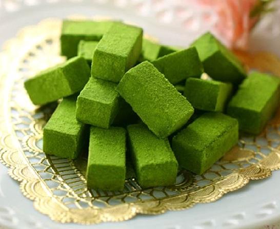 Słodycze z herbatą matcha, cukiernia Itōkyūemon, Źródło: http://item.rakuten.co.jp/itohkyuemon/598732-4/