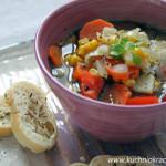 Rozgrzewająca zupa z kurczakiem, papryką, kukurydzą i pigwą