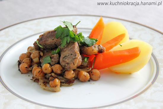 Jagnięcina z ciecierzycą podana z warzywami z wody, Fot. Hanami®