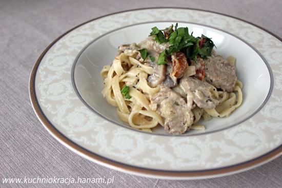 Polędwiczki wieprzowe z pieczarkami i suszonymi pomidorami, Hanami®