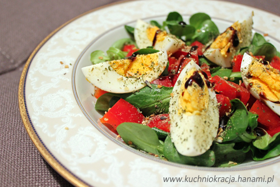 Sałatka z roszponką, jajkiem i papryką, Fot. Hanami®