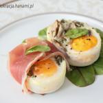Jajka z pieczarkami, serem, prosciutto crudo i kaparami