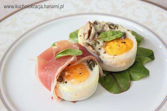 Jajka z pieczarkami, serem, prosciutto crudo i kaparami, Hanami®