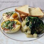 Niebanalne śniadanie – jajka pieczone z szynką, kalarepa i szpinak duszone na maśle i tosty