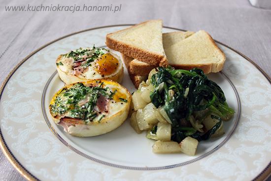 Jajka pieczone z szynką, kalarepa i szpinak duszone na maśle i tosty, Hanami®