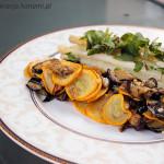 Białe szparagi z bakłażanem i cukinią