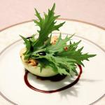 Kalarepa z rzodkiewkami, mizuną, sosem sojowym i tōgarashi