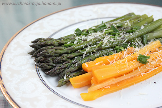 Szparagi z młodą marchewką polane masłem, Hanami®