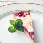 Tarta z truskawkami pod pierzynką z mascarpone i kremówki