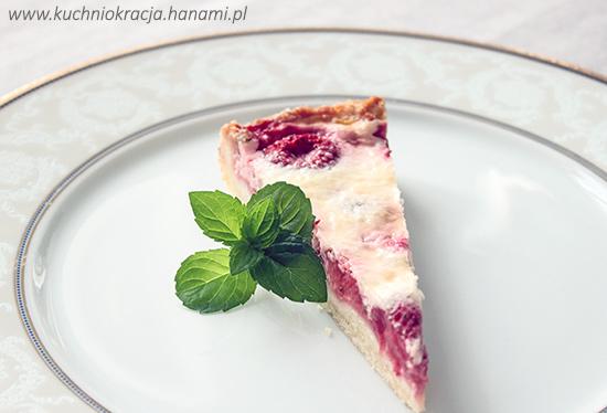 Tarta z truskawkami pod pierzynką z mascarpone i kremówki, Hanami®