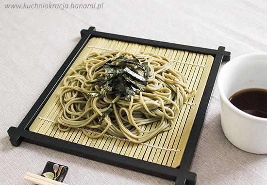 Hiyashi chasoba - makaron gryczany z dodatkiem zielonej herbaty matcha podany na zimno, Fot. Hanami®