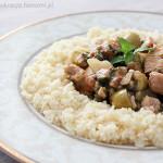 Aromatyczny kurczak z oliwkami z kuskusem (kuchnia marokańska)