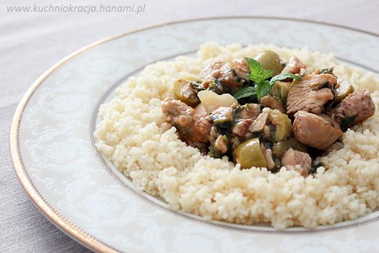 Aromatyczny kurczak z oliwkami z kuskusem (kuchnia marokańska), Fot. Hanami®