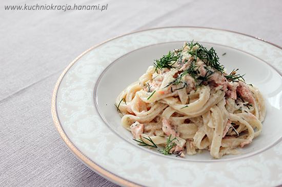 Makaron z łososiem i sosem śmietanowo-koperkowym,  Fot. Hanami®