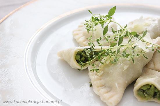 Pierogi z nadzieniem z bobu, czosnku i świeżych ziół, Fot. Hanami®