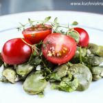 Sałatka z bobem, pomidorami koktajlowymi i świeżymi ziołami