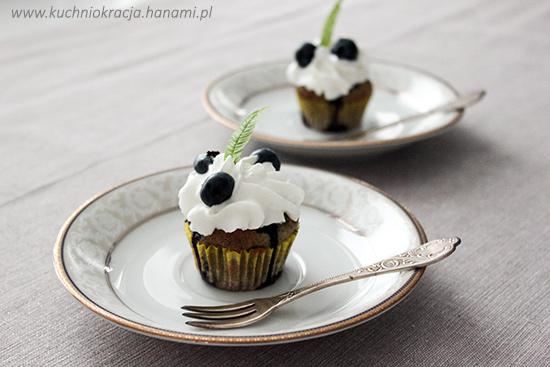 Babeczki z pastą z czarnego sezamu i borówkami amerykańskimi, Fot. Hanami®