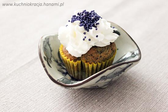 Popielate cupcakes z pastą z czarnego sezamu, Fot. Hanami®
