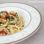 Spaghetti z pomidorami koktajlowymi i oliwkami