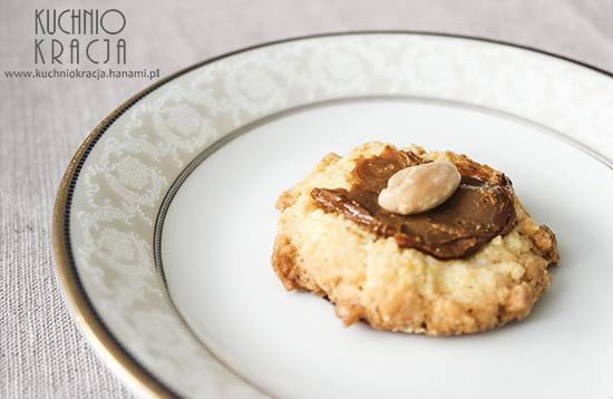 Ciasteczka z kajmakiem i migdałami, Fot. Hanami®