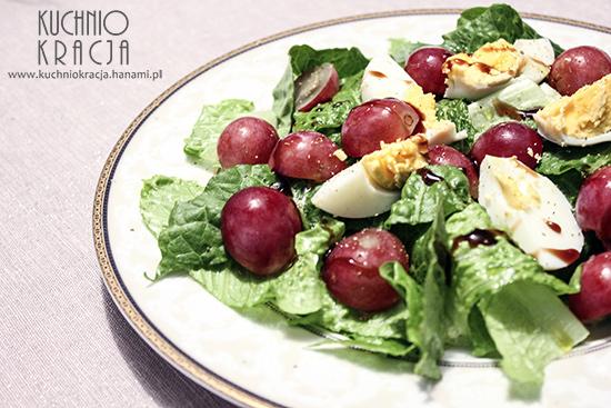 Sałatka z jajkiem, winogronami i sałatą rzymską, Fot. Hanami®
