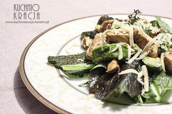 Sałatka z awokado, musztardowcem i kurczakiem w sosie sojowym, Fot. Hanami®