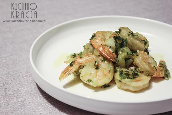 Krewetki smażone na maśle z cebulą, czosnkiem i natką pietruszki, Fot. Hanami®