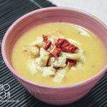 Zupa z dyni z grzankami, serem i suszonymi pomidorami