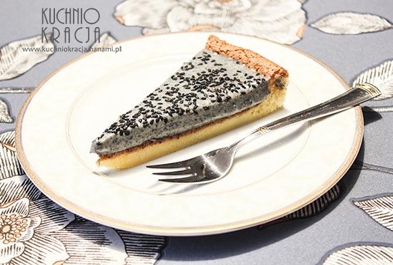 Ciasto z kremem z dodatkiem czarnego sezamu (walentynki), Fot. Hanami®
