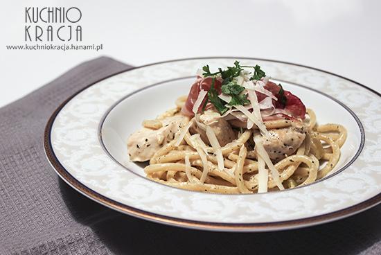 Makaron z kurczakiem i szynką sezonowaną w białym sosie, Fot. Hanami®