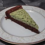 Ciasto czekoladowe bez mąki z kremem z zielonej herbaty matcha