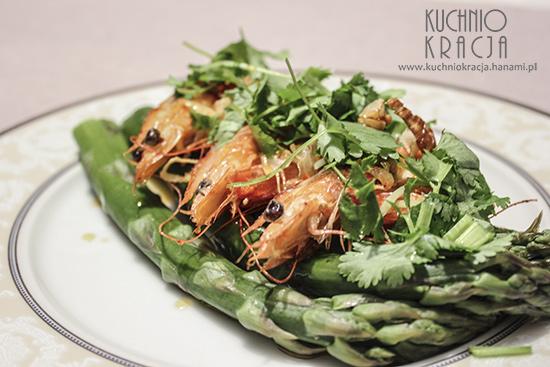 Szparagi z krewetkami i sosem czosnkowo-chilli,  Fot. Hanami®