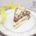 Tort z kremem kakaowym i płatkami migdałowymi
