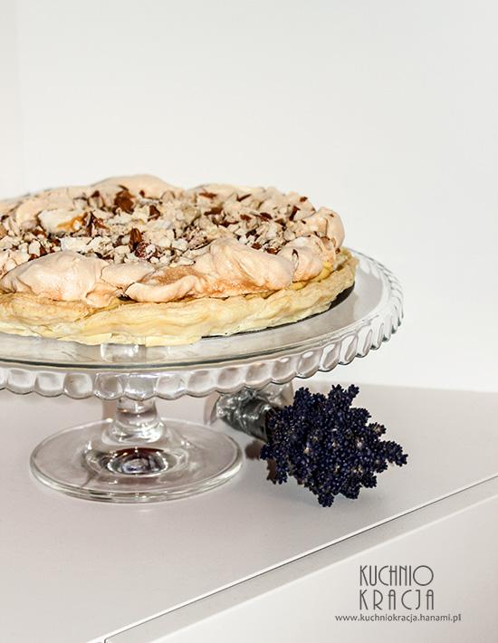 Ciasto z crème pâtissière i bezą z orzechami, Fot. Hanami®