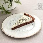 Ciasto czekoladowe z kremem z białej czekolady i maku – przepis na święta