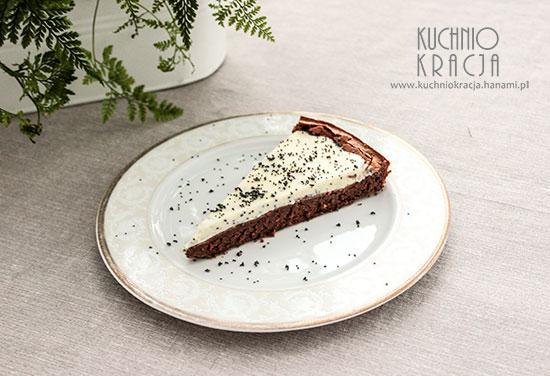 Ciasto czekoladowe z kremem z białej czekolady i maku,  Fot. Hanami®
