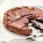 Ciasto czekoladowe bez mąki z gruszkami
