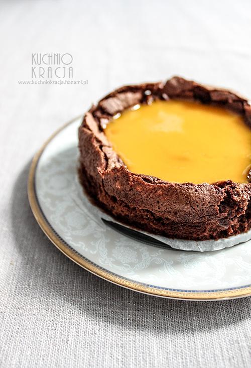 Ciasto czekoladowe bez mąki z galaretką z musu mango, Fot. Hanami®
