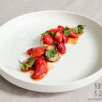 Polędwiczki wieprzowe z truskawkami, kolendrą, sosem sojowym i syropem klonowym