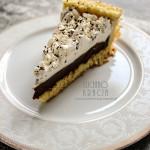Biszkopt z kremem z białej i gorzkiej czekolady