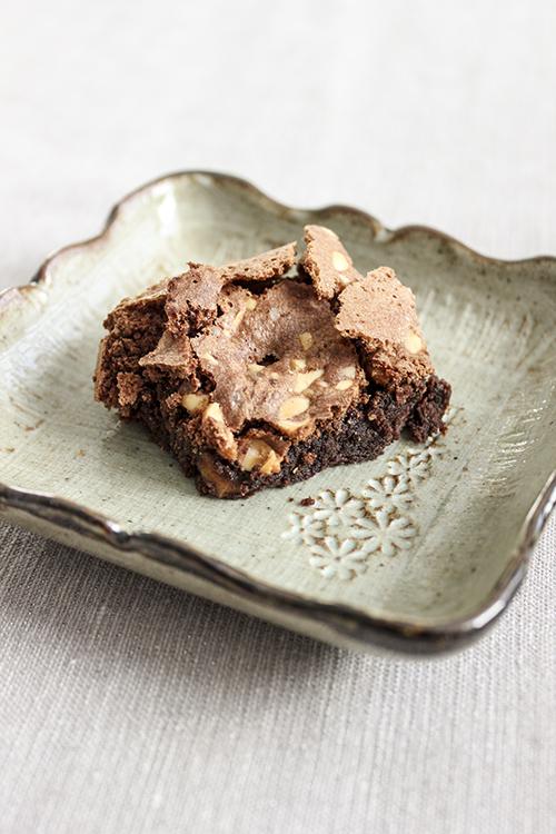 Ciasto czekoladowe bez mąki z orzeszkami ziemnymi, Fot. Hanami®