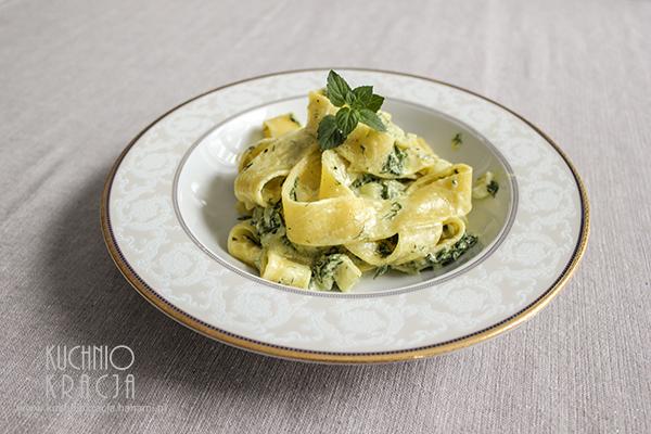 Makaron z sosem śmietanowo-serowym i koperkiem,  Fot. Hanami®