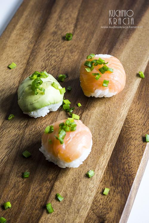 Temari zushi z awokado i łososiem,  Fot. Hanami