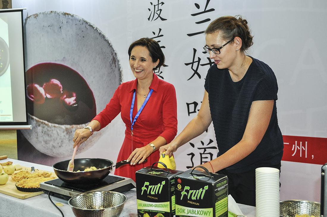 Wspólne gotowanie z panią Joanną Skoczek, Konsul RP w Kantonie